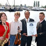 NLD/Huizen/20050609 - Persconferentie South Sea Jazz 2005, vlnr, NLD/Huizen/20050609 - Susanne Alt, Tim Kliphuis, burgemeester Jos Verdier, Johan Reijnen