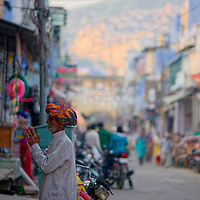 Elderly man talking to a shop owner at the main street of Bundi's old town
