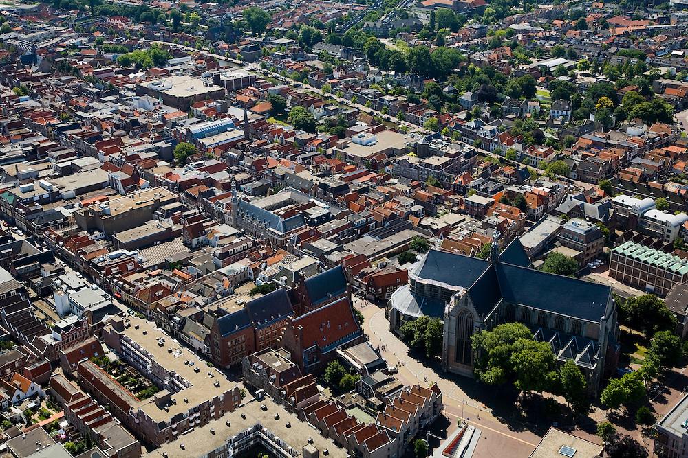 Nederland, Noord-Holland, Alkmaar, 14-07-2008; binnenstad met Sint Laurens (Laurenskerk) en Satdhuis. .luchtfoto (toeslag); aerial photo (additional fee required); .foto Siebe Swart / photo Siebe Swart