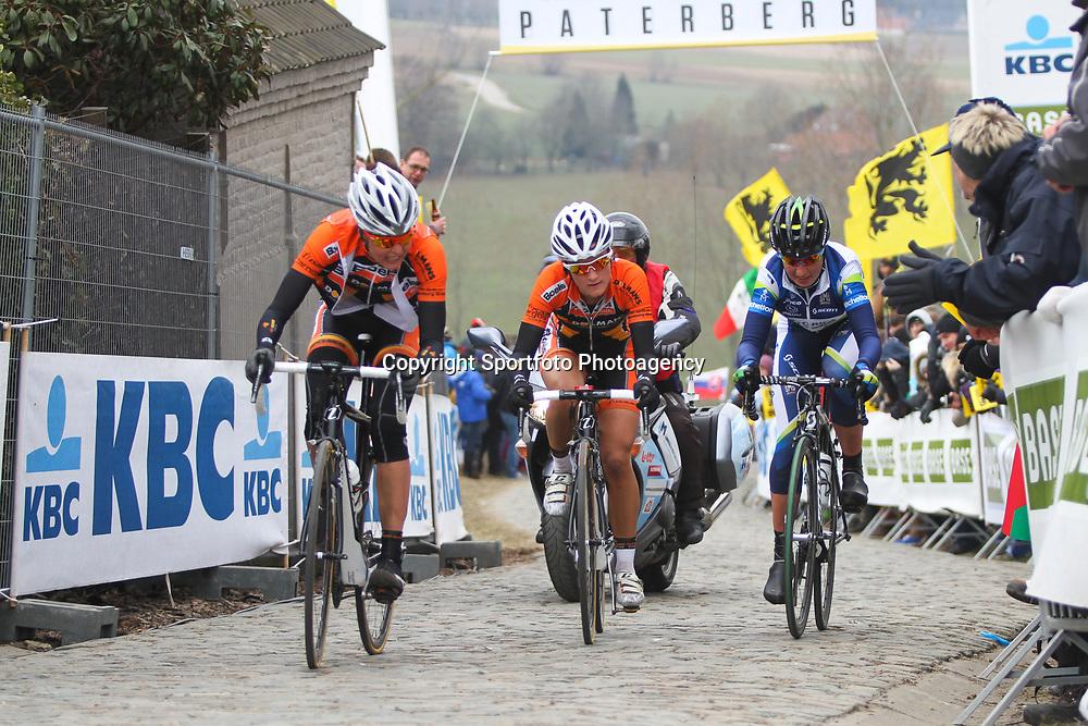Sportfoto archief 2013<br /> Tour of Flanders women Paterberg Adrie Visser, Elisaberth Armitstead,Loes Gunnewijk