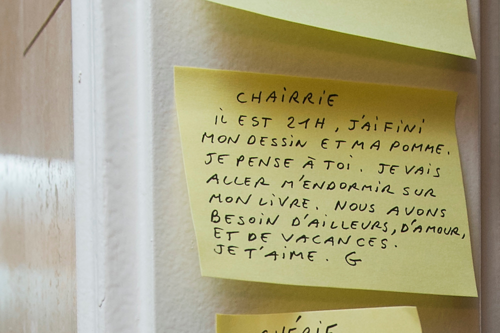 """March 6, 2015, Paris, France. Post-it notes decorate the Paris' apartment where Georges and Maryse Wolinski lived. French Cartoonist Georges Wolinski (1934 –2015) wrote daily post-it notes to his wife Maryse Wolinski (1943, Algiers). Two month after the death of Georges Wolinski, the apartment is full of souvenirs and notes, attesting a half-century-long love affair: """"Honey, it's 9 o'clock, my drawing and my apple are finished. I think of you. I'm going to fall asleep with my book. We need travel, love and holidays. I love you, G."""" <br /> The cartoonist Georges Wolinski was 80 ye<br /> ars old when he was murdered by the French jihadists Chérif en Saïd Kouachi, he was one of the 12 victims of the massacre in the Charlie Hebdo offices on Janua<br /> ry 7, 2015 in Paris. Charlie Hebdo published caricatures of Mohammed, considered blasphemous by some Muslims. During his life, Georges Wolinski defended freedom, secularism and humour and was one of the major political cartoonists in France. The couple was married and had lived for 47 years together. Photo: Steven Wassenaar"""