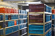 Nederland, The netherlands, Nijmegen, 30-1-2017Vanuit een magazijn op het bedrijventerrein worden bestelbusjes geladen die de kratten met online bestelde boodschappen afleveren aan de klant in de regio Nijmegen.Foto: Flip Franssen