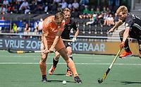 AMSTELVEEN - Thijs van Dam (Ned) met Linus Müller (Dui)  EK hockey, finale Nederland-Duitsland 2-2. mannen.  Nederland wint de shoot outs en is Europees Kampioen.  COPYRIGHT KOEN SUYK