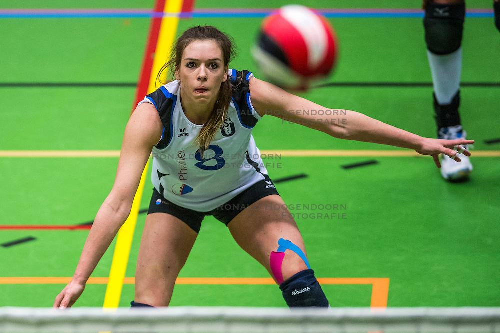14-01-2017 NED: vv Utrecht - US Amsterdam, Utrecht<br /> vv Utrecht verslaat US met 3-1 / Kelly Ackermans #8