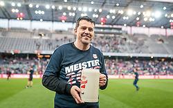07.05.2016, Red Bull Arena, Salzburg, AUT, 1. FBL, FC Red Bull Salzburg vs SK Puntigamer Sturm Graz, 34. Runde, im Bild die Salzburger feiern den Meistertitel, Trainer Oscar Garcia (Red Bull Salzburg) // Red Bull Salzburg celebrate the Austrian Championship during Austrian Football Bundesliga 34 th round Match between FC Red Bull Salzburg and SK Puntigamer Sturm Graz at the Red Bull Arena, Salzburg, Austria on 2016/05/07. EXPA Pictures © 2016, PhotoCredit: EXPA/ JFK
