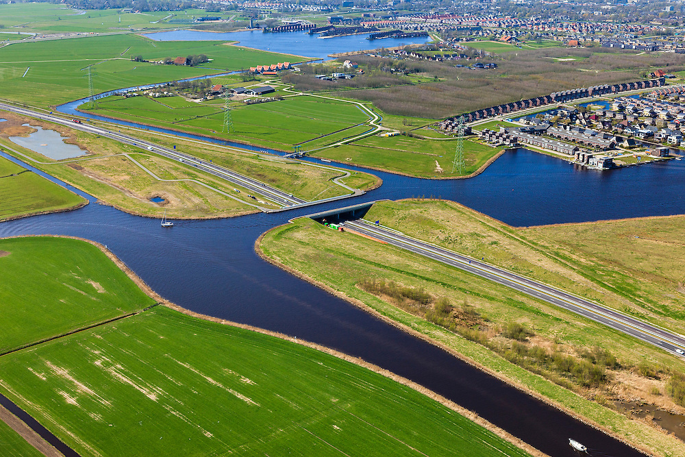 Nederland, Friesland, Waldwei, 01-05-2013; Aquaduct Langdeel. Het aquaduct ligt ten zuiden van Leeuwarden bij de wijk Zuiderburen en maakt deel uit van de Waldwei (N31). Het kanaal Langdeel is onderdeel van de staande mastroute.<br /> Aqueduct Langdeel near Leeuwarden, North Netherlands, next to the newly constructed residential area Zuiderburen (Southern neighbours). It crosses the motorway N31. <br /> luchtfoto (toeslag op standard tarieven);<br /> aerial photo (additional fee required);<br /> copyright foto/photo Siebe Swart motorway N31. <br /> luchtfoto (toeslag op standard tarieven);<br /> aerial photo (additional fee required);<br /> copyright foto/photo Siebe Swart motorway N31. <br /> luchtfoto (toeslag op standard tarieven);<br /> aerial photo (additional fee required);<br /> copyright foto/photo Siebe Swart motorway N31. <br /> luchtfoto (toeslag op standard tarieven);<br /> aerial photo (additional fee required);<br /> copyright foto/photo Siebe Swart