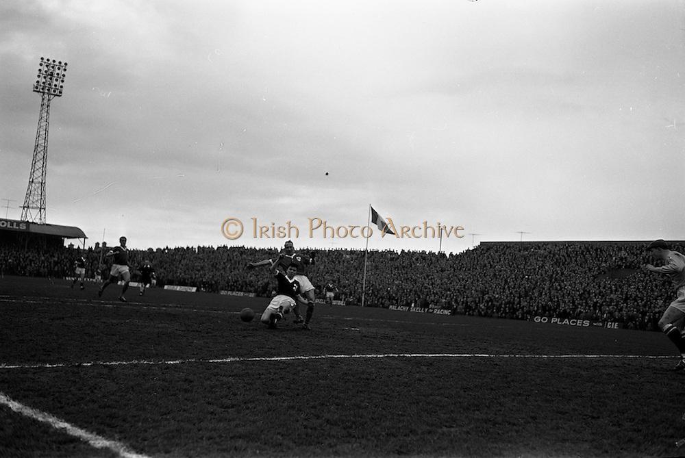 18/03/1963<br /> 03/18/1963<br /> 18 March 1963<br /> Soccer: League of Ireland (FAI) v Irish League (IFA) at Dalymount Park. Irish League won the game 1-3.