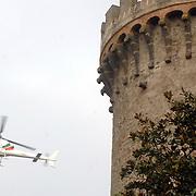 ITA/Bracchiano/20061118 - Huwelijk Tom Cruise en Katie Holmes, helicopter boven het kasteel van Bracchiano