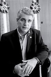 Deputado Estadual pelo PMDB e torcedor colorado Fernando Záchia momentos antes de assumir a presidência da Assembléia Legislativa do Rio Grande do Sul. FOTO: Jefferson Bernardes/Preview.com