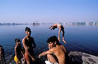 Inde. Rajasthan. Ville de Kota. Lac Kishor Sagar. // India. Rajasthan. Kota city. Kishor Sagar lake.