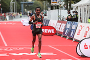 Marathon: Haspa Hamburg 2021, Hamburg, 12.09.2021<br /> Belay Bezabh (ETH, 3. Platz)<br /> © Torsten Helmke