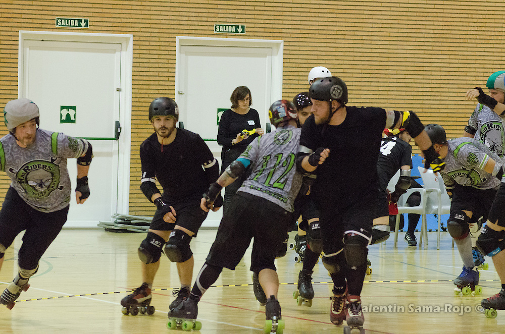 MADRID, SPAIN - January 23, 2016: Jammer of MadRiders (L), 32 Hey, passing the pack while RockNRollaz's player, 33 Sinera Hardcore, start chashing him.