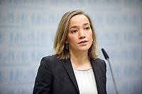 DEU, Deutschland, Germany, Berlin, 13.12.2011: <br />Bundesfamilienministerin Kristina Schröder (CDU) während einer Pressekonferenz im Bundesministerium für Familie, Senioren, Frauen und Jugend in Berlin.