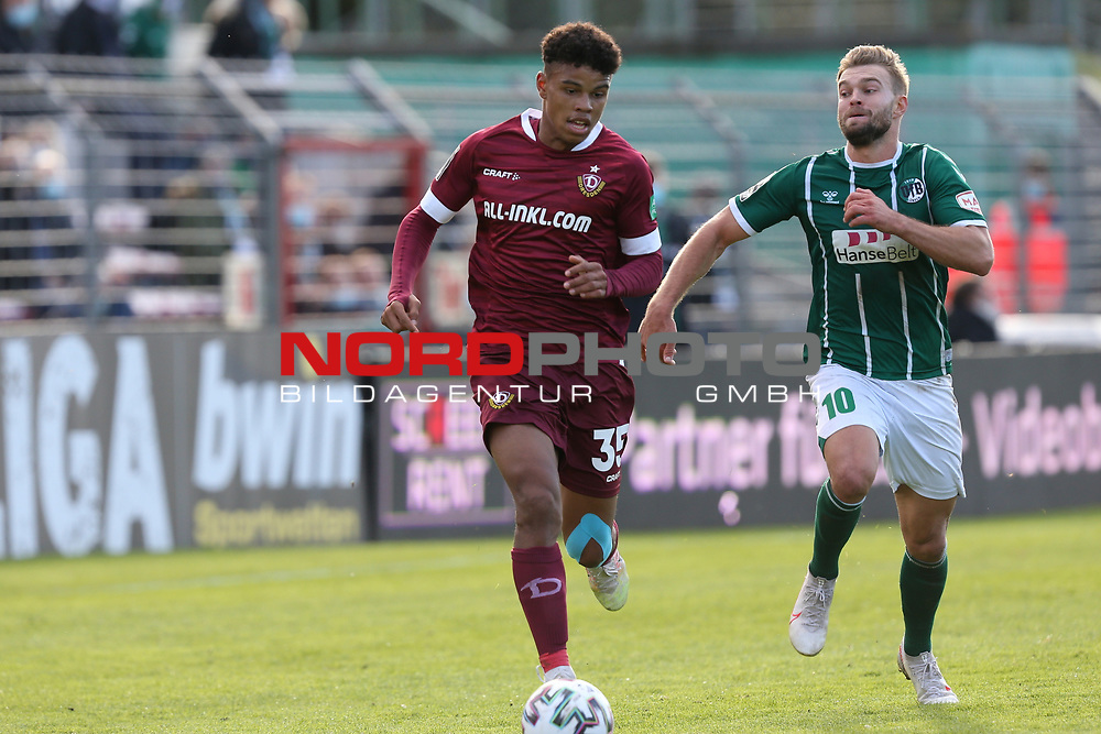 17.10.2020, Dietmar-Scholze-Stadion an der Lohmuehle, Luebeck, GER, 3. Liga, VfB Luebeck vs SG Dynamo Dresden <br /> <br /> im Bild / picture shows <br /> Ransford Königsdörffer/Koenigsdoerffer (SG Dynamo Dresden) im Laufduell mit Yannick Deichmann (VfB Luebeck) <br /> <br /> DFB REGULATIONS PROHIBIT ANY USE OF PHOTOGRAPHS AS IMAGE SEQUENCES AND/OR QUASI-VIDEO.<br /> <br /> Foto © nordphoto / Tauchnitz