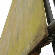 NLD/Huizen/200600201 - Verkiezingsborden in slechte staat