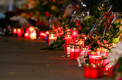 14.11.2015, Botschaft der Französischen Republik, Wien, AUT, Terroranschläge von Paris, Gedenken in Österreich, im Bild Kerzen und Blumen vor der Botschaft. Bei einer Serie von Terroranschlägen in Paris wurden mindestens 128 Menschen getötet. Terroristen hatten in der Nacht bei Angriffen mit Schusswaffen und Bombenanschlägen gezielt Anschläge auf Frankreich verübt // Candles and flowers in front of the embassy. French President Francois Hollande said more than 120 people died Friday night in shootings at Paris cafes, suicide bombings near France national stadium and a hostage- taking slaughter inside a concert hall, at the French embassy in Vienna, Austria, EXPA Pictures © 2015, PhotoCredit: EXPA/ Sebastian Pucher