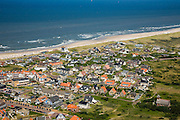 Nederland, Noord-Holland, Bergen aan Zee, 14-07-2008; kleinschalige badplaats, midden in Noordhollands Duinreservaat, met villa's, appartementen en hotels; pension,  pensions, zimmer frei, Noordzeestrand, . .luchtfoto (toeslag); aerial photo (additional fee required); .foto Siebe Swart / photo Siebe Swart