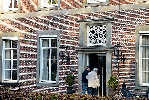 Nederland, Tubbergen, 13-11-2014Impressie van dit dorp in Twente. Het centrum met de basiliek en bij het verzorgingstehuis, verzorgingshuis.FOTO: FLIP FRANSSEN/ HOLLANDSE HOOGTE