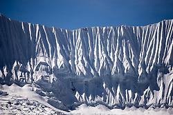 """THEMENBILD - Gletscher nahe der Ama Dablam. Wanderung im Sagarmatha National Park in Nepal, in dem sich auch sein Namensgeber, der Mount Everest, befinden. In Nepali heißt der Everest Sagarmatha, was übersetzt """"Stirn des Himmels"""" bedeutet. Die Wanderung führte von Lukla über Namche Bazar und Gokyo bis ins Everest Base Camp und zum Gipfel des 6189m hohen Island Peak. Aufgenommen am 21.05.2018 in Nepal // Trekkingtour in the Sagarmatha National Park. Nepal on 2018/05/21. EXPA Pictures © 2018, PhotoCredit: EXPA/ Michael Gruber"""