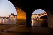 PR119 Caroussel bridge and the Louvre, Paris