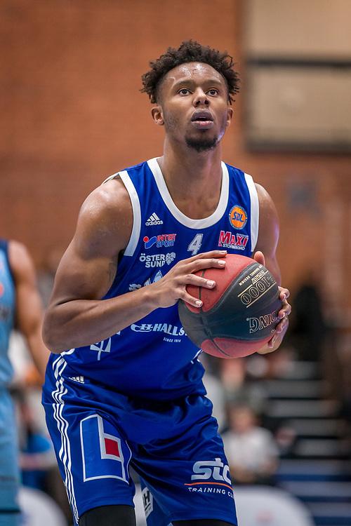 BASKETLIGAN 2019-11-18<br /> Jämtlands Justin Gordon skjuter straff under måndagens match i basketligan mellan Jämtland Basket och Djurgården<br /> <br /> Foto: Per Danielsson/Projekt.P