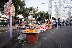 Scorrano, festa di Santa Domenica 2013. Tra le bancarelle di prodotti tipici salentini, le olive piccanti