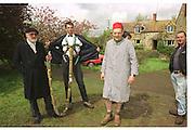 David Kirke and Richard Wicks, David Kirke at the First human trebuchet. Neverstowey. 24 April 2000<br />© Copyright Photograph by Dafydd Jones 66 Stockwell Park Rd. London SW9 0DA Tel 020 7733 0108 www.dafjones.com