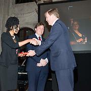 NLD/Amsterdam/20151125 - Koning Willem Alexander reikt Erasmusprijs 2015 uit, Adele Vrana, Lodewijk Gelauff en Koning Willem-Alexander