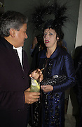Anish Kapoor and Isabella Blow Cartier Dinner hosted by Arnaud Bamberger, Matthew Slotover and Amanda Sharp to celebrate the artist featured in Frieze projects 2005. Nobu Berkeley St..  London. 21 October 2005. ONE TIME USE ONLY - DO NOT ARCHIVE © Copyright Photograph by Dafydd Jones 66 Stockwell Park Rd. London SW9 0DA Tel 020 7733 0108 www.dafjones.com