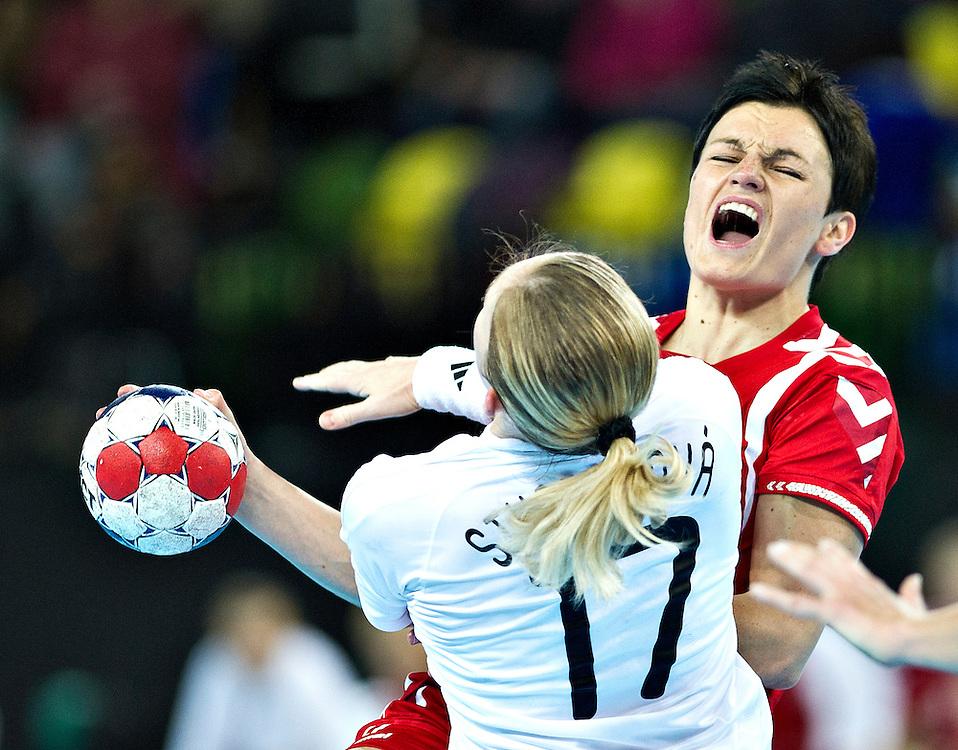 London Handball Cup - Slovakia vs Poland -  Joanna Obrusiewicz (POL), Dagmara Stuparikova (SVK)