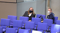 DEU, Deutschland, Germany, Berlin, 25.02.2021: Anton Hofreiter, Vorsitzender der Bundestagsfraktion von BÜNDNIS 90/DIE GRÜNEN, und Thomas Heilmann (CDU) in der Plenarsitzung im Deutschen Bundestag.
