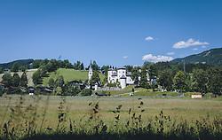 THEMENBILD - das Schloss Goldegg befindet sich neben der Georgskirche auf einem Felsvorsprung am Nordufer des Goldegger Sees, aufgenommen am 13. Juni 2020 in Goldegg, Oesterreich // Goldegg Castle is located next to St. George's Church on a rock spur on the northern shore of Goldegg Lake, in Goldegg, Austria on 2020/06/13. EXPA Pictures © 2020, PhotoCredit: EXPA/Stefanie Oberhauser