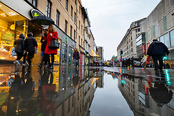 Glasgow, Scotland, UK. 1 November 2020. The Scottish Government today announced that from Friday 20 November, the most severe level 4 lockdown will be introduced in eleven Scottish council areas. This means non essential shops will close and bars, restaurants and cafes. Pictured; Shoppers on Argyle Street.  Iain Masterton/Alamy Live News