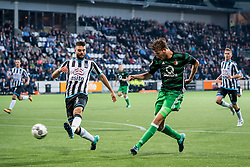 (L-R) Robin Propper of Heracles Almelo, Michiel Kramer of Feyenoord during the Dutch Eredivisie match between Heracles Almelo and Feyenoord Rotterdam at Polman stadium on September 09, 2017 in Almelo, The Netherlands