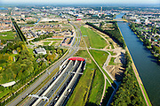 Nederland, Utrecht, Leidsche Rijn, 30-09-2015; zuidelijk ingang van de Leidsche Rijntunnel en verkeersplein Hooggelegen, afslag Rijksweg 2 (A2) bij Leidse Rijn. Rechts Amsterdam-Rijnkanaal.<br /> Entrance land tunnel for motorway A2 and Hooggelegen junction near Utrecht.<br /> <br /> luchtfoto (toeslag op standard tarieven);<br /> aerial photo (additional fee required);<br /> copyright foto/photo Siebe Swart