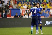 BILDET INNGÅR IKKE I FASTAVTALER OG ALL BRUK BLIR FAKTURERT<br /> <br /> Fotball<br /> USA<br /> Foto: imago/Digitalsport<br /> NORWAY ONLY<br /> <br /> September 8, 2015: United States midfielder Mikkel Mix Diskerud (10) congratulates United States midfielder Danny Williams (14) on his goal. Brazil defeated the United States 4-1 in an International Friendly Länderspiel at Gillette Stadium in Foxborough, Massachusetts.