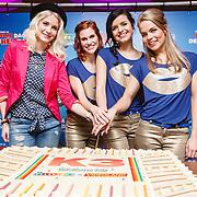 NLD/Hilversum/20160129 - K3 bij RTL Telekids, Keet, Janouk Kelderman met K3, Hanne Verbruggen, Marthe De Pillecin en Klaasje Meijer