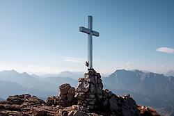 THEMENBILD - Ein Gipfelkreuz am 14. Oktober 2018 am Polster zwischen Vordernberg und Eisenerz //  A cross on the summit on 14 October 2018 on the Polster mountain between Vordernberg and Eisenerz, Austra. EXPA Pictures © 2017, PhotoCredit: EXPA/ Erwin Scheriau