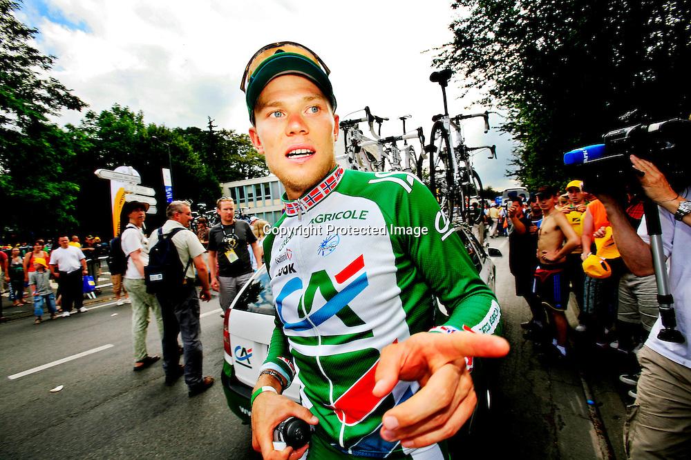 Saint-Quentin, Frankrike, 20060605:  Tour de France.  Thor Hushovd t.h. kom på fjerdeplass på den 4. etappen. Nå har han blitt disket etter å ha presset en tysker ureglementert før mål.  ..Foto: Daniel Sannum Lauten/ Dagbladet *** Local Caption *** Hushovd,Thor..