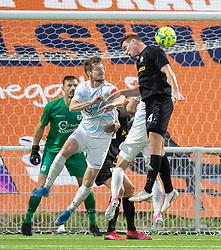 Zander Hyltoft (Vendsyssel FF) presses af Nikolaj Hansen (FC Helsingør) under kampen i 1. Division mellem FC Helsingør og Vendsyssel FF den 18. september 2020 på Helsingør Stadion (Foto: Claus Birch).