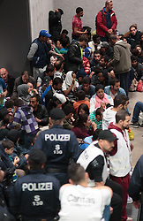 14.09.2015, Hauptbahnhof Salzburg, AUT, Fluechtlinge am Hauptbahnhof Salzburg auf ihrer Reise nach Deutschland, im Bild wartende Flüchtlinge // Migrants waiting. Thousands of refugees fleeing violence and persecution in their own countries continue to make their way toward the EU, Main Train Station, Salzburg, Austria on 2015/09/14. EXPA Pictures © 2015, PhotoCredit: EXPA/ JFK