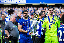 Diego Costa and Thibaut Courtois lift the trophy as Chelsea celebrate winning the 2016/17 Premier League - Rogan Thomson/JMP - 21/05/2017 - FOOTBALL - Stamford Bridge - London, England - Chelsea v Sunderland - Premier League..