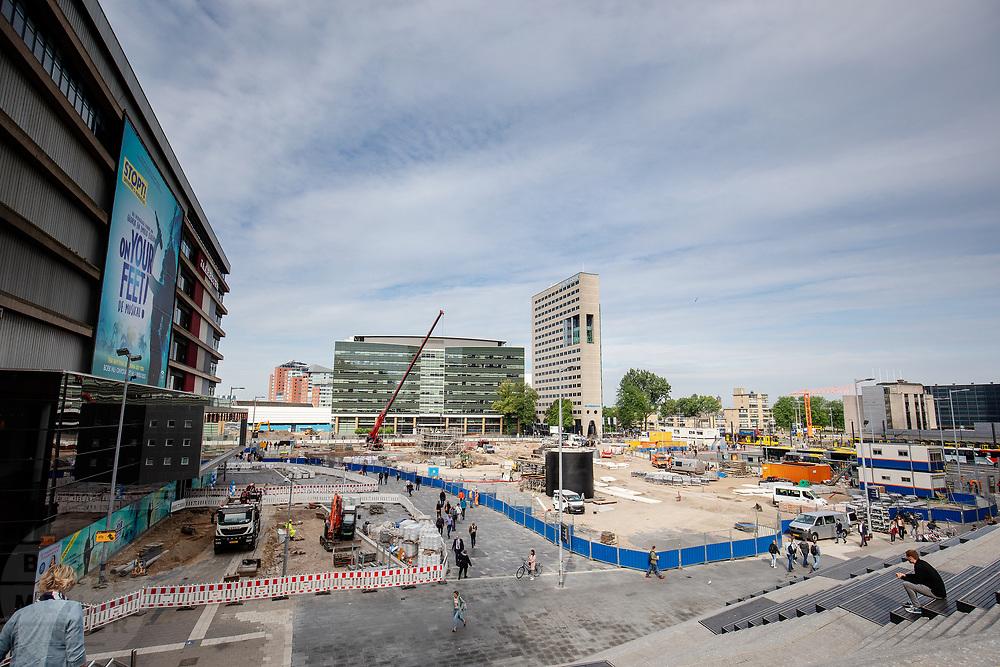 Het Jaarbeursplein in Utrecht in volle aanbouw.<br /> <br /> The Jaarbeursplein in Utrecht in transformation.