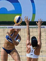 18-07-2014 NED: FIVB Grand Slam Beach Volleybal, Scheveningen<br /> Knock out fase - Marleen van Iersel (1) NED, Louise Bawden (2) AUS