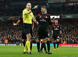 Fabio Borini of AC Milan argues with the referee after a penalty is awarded against his side - Mandatory by-line: Robbie Stephenson/JMP - 15/03/2018 - FOOTBALL - Emirates Stadium - London, England - Arsenal v AC Milan - UEFA Europa League Round of 16, Second leg