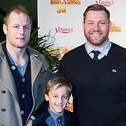 NLD/Amsterdam/20131214 - Premiere Walking with Dinosaurs 3D, Dennis van der Geest met zoontje Bjorn en broer Eelko van der Geest