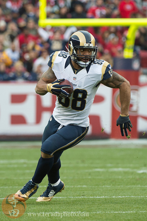 January 3, 2016; Santa Clara, CA, USA; St. Louis Rams tight end Lance Kendricks (88) runs the football during the third quarter against the San Francisco 49ers at Levi's Stadium. The 49ers defeated the Rams 19-16.