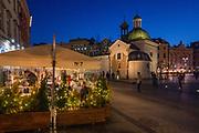 2020-02-08 Kraków, ogródki kawiarniane na Rynku Głównym.