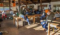 BLOEMENDAAL - wachten op de test. Florian Fuchs (Bldaal) met keeper Maurits Visser (Bldaal)  Corona sneltest bij de heren van Bloemendaal , 2 uur voor de oefenwedstrijd tegen Pinoke H1.   COPYRIGHT KOEN SUYK