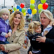 NLD/Amsterdam/20100926 - Inloop  première Ernst, Bobbie en het geheim van de Monta Rossa, Anette Barlo met partner Frank Timmer en zoontjes Sjoerd en Guus